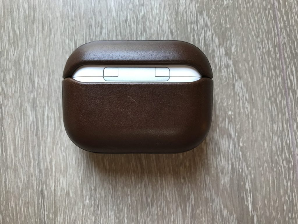 NOMADのAirPods Pro用レザーケース